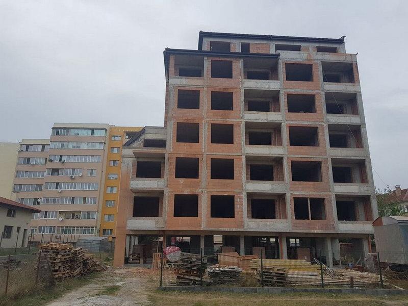 """Приключи изграждане на 4-ти последен етаж – """" сграда Рай 3″ Емострой"""