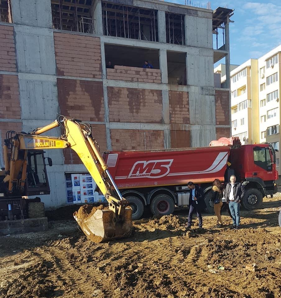 """първа копка на вход """"В"""" от жилищна сграда """"Рай 3"""""""